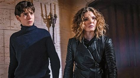 Gotham: Why Camren Bicondova Was Replaced as Catwoman for