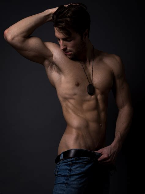 Can't resist to see 17 attractive shots of David Turner by